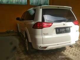 Dijual pajero exceed tahun 2012 metic warna putih