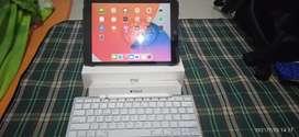 iPad Gen 7, 32 GB, 2019 + Apple Pen 1 + Keyboard Wireless