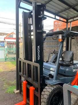 Forklift toyota 8 fd 3 ton