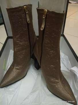 Sepatu boots Army keemasan