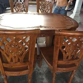 Meja Makan Ukir / Gendongan