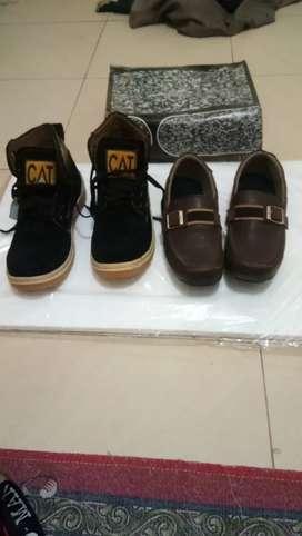 Sepatu bekas dan baru. Mulus