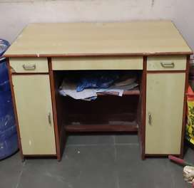 Computer table in Good condition