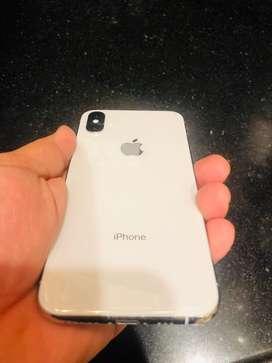 IPhone Xs Silver 64 GB - 1 year warrenty