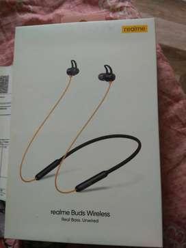 Real me bluetooth earphones