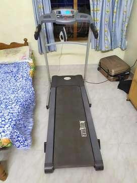 Physique Treadmill