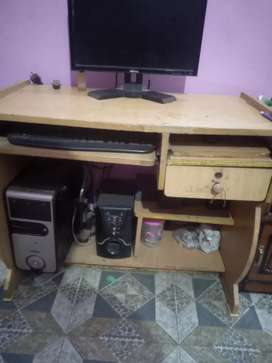 Computer for sale with all accessories table and all other