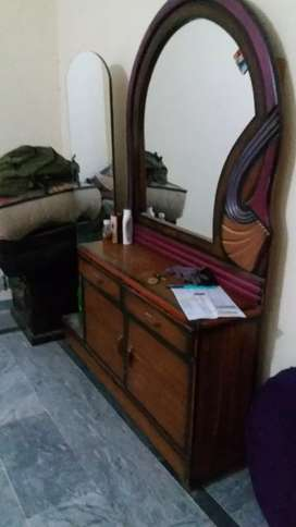Dressing table with double mirror