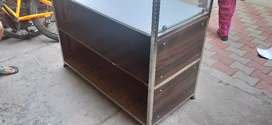 Steel display counter with 12 mm glass