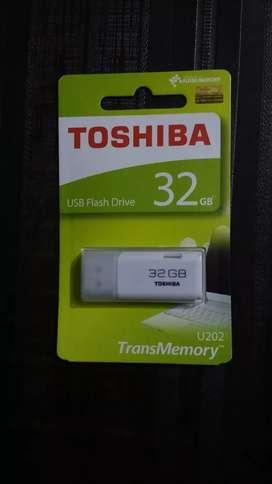 Toshiba pan drive 32 GB