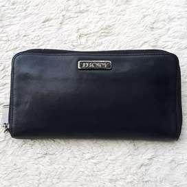 Dompet import eks DKNY hitam kulit asli tebal zip arround