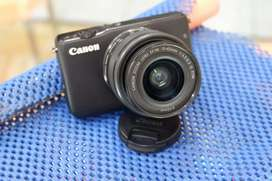 Cannon M10 EOS Zoom Lens EF-M 15-45mm