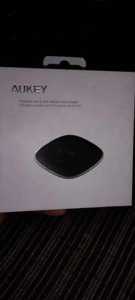Aukey grafit lite Q10 w wirless fast charger