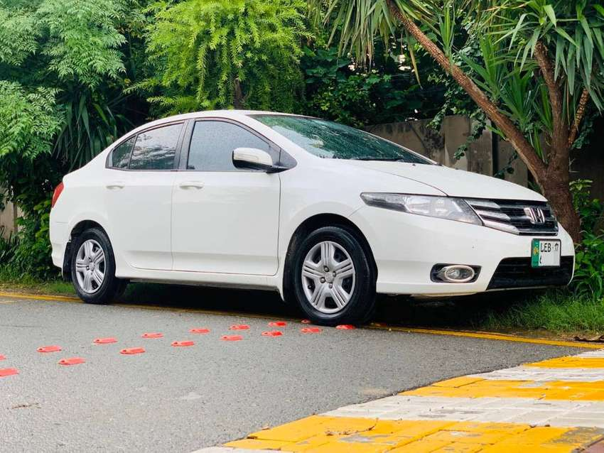 Honda city 2017 -better Than  Brand New available in lahore 0