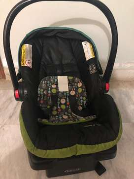 Baby carrier/ car seat