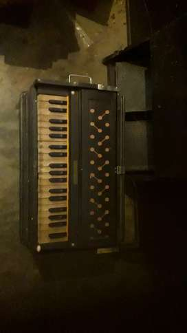 Wooden double harmonium