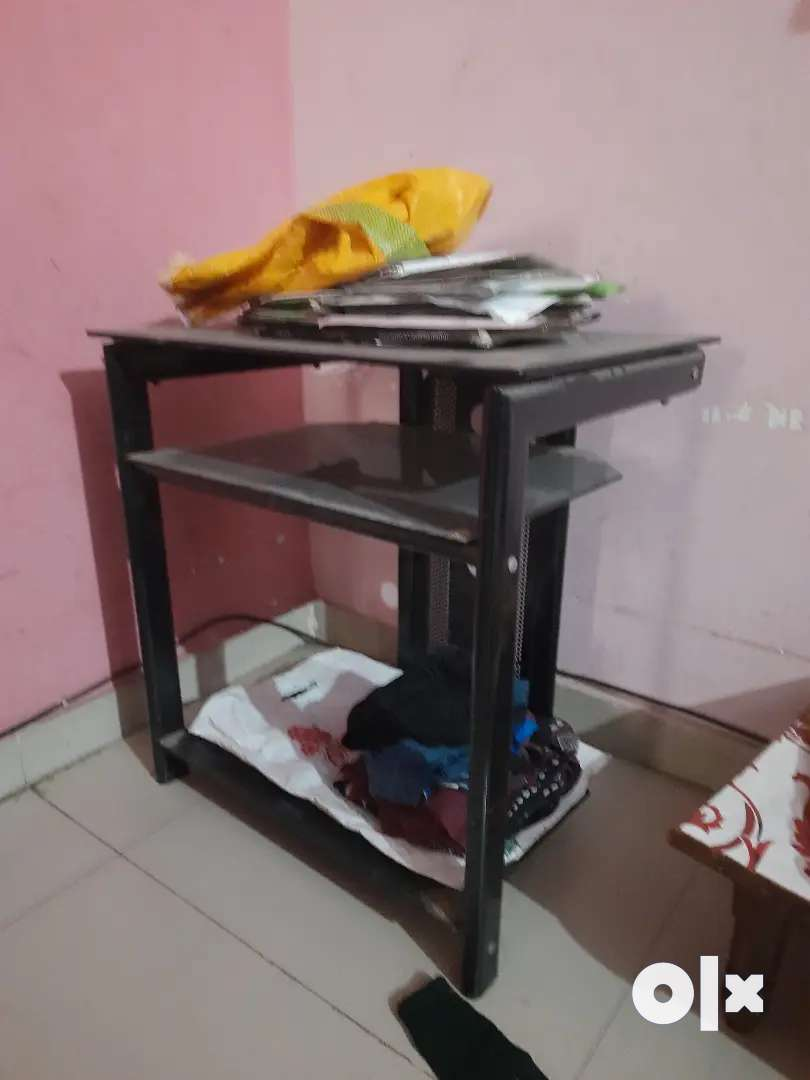 A computer  table