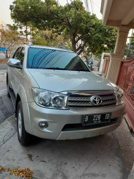 Fortuner G 2.5 automatic 2010 diesel