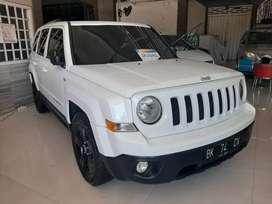 Jeep Patriot 2011 putih 4WD
