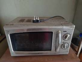 Damaged condition Microwave oven