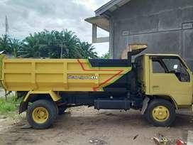 Mobil Mitshubishi Dum truk