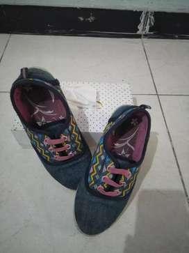 Sepatu anak umur 3th merek bubble gummers