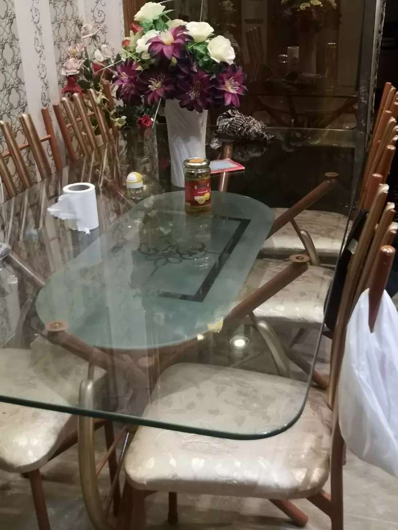 Dining table with 10/10 condition 0