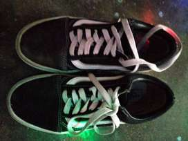 Sepatu old school Black white