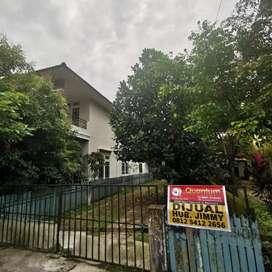 Rumah dengan tanah luas, cocok untuk kantor, tempat kos, Gudang