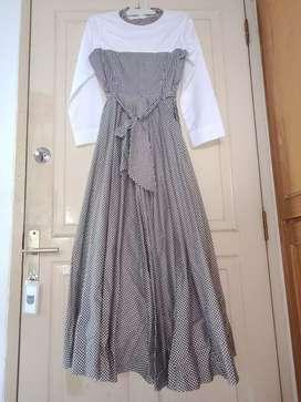 Aghia Dress putih kotak