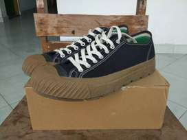 Pf flyers pfflyers grounder black gum sole size 43 second mulus