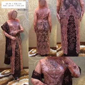Kebaya panjang + hijab + selendang