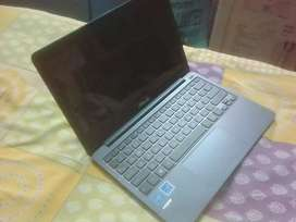 Asus laptop with slim body and light weight