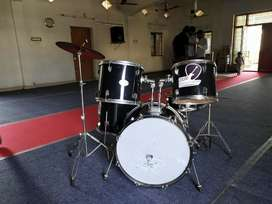 Pluto Drum Kit with Planet Z high hats n crash symbol