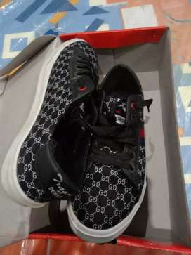 Size 8num only one time use good condition Black colour