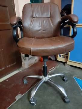 Comfortable Office Chair (Just like new)