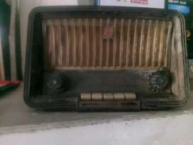 I'm selling my very old tube board Radio