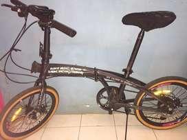 Sepeda lipat police