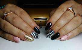 Nail art / nail extension (courses are also available)