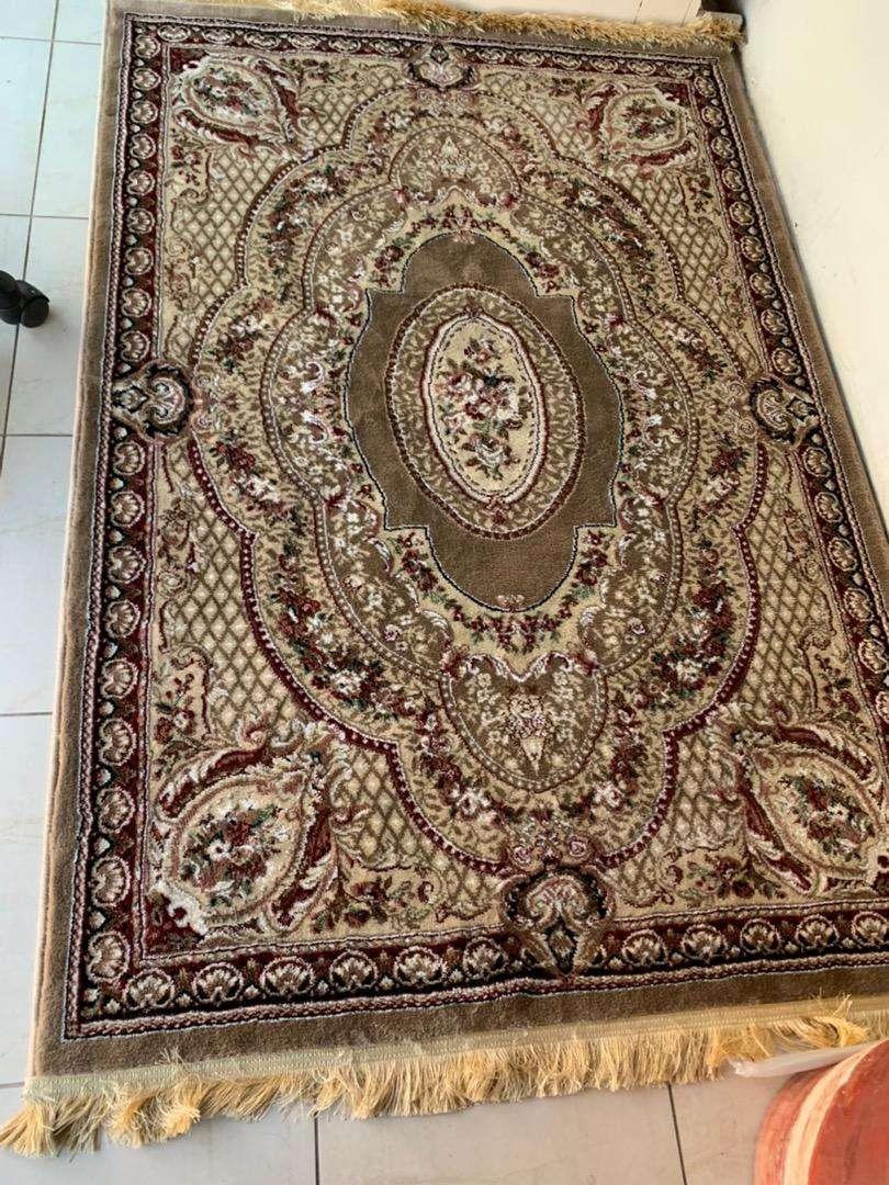 Rug size 5ft by 3.5ft bought it 2 weeks before acutally its new 0