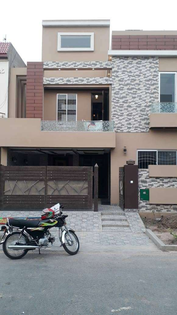 8 Marla Brand New House for sale in Umar Block Bahria Town Lahore 0