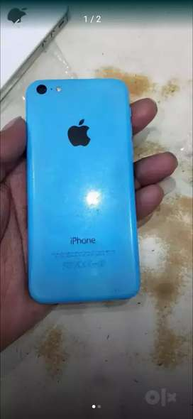 4G I phone 5C in 16gb with charger
