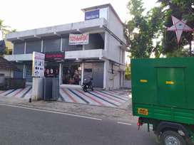 Commercial building 1250 sq feet with 4 shutter road facing