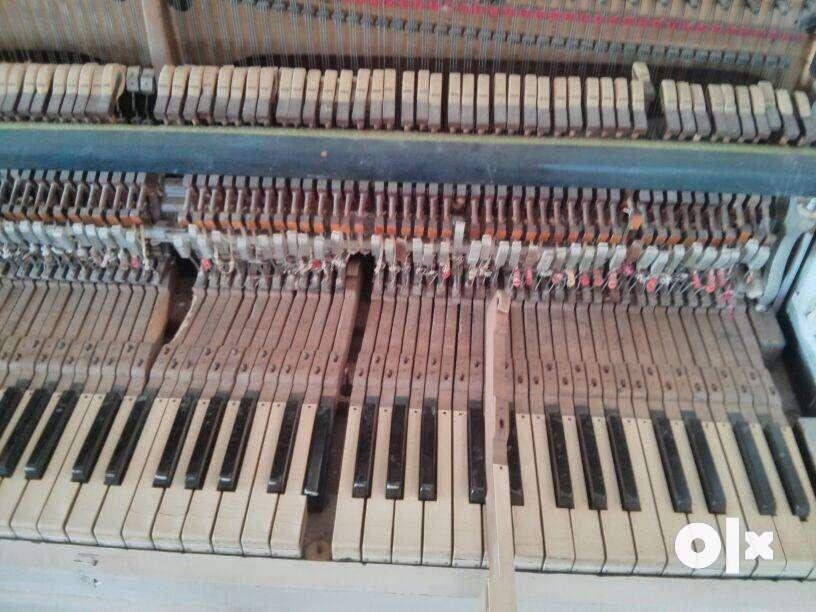 Antique Piano 0
