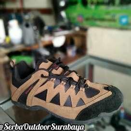 Sepatu Gunung Karrimor Lokal Model Pendek