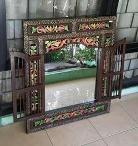 Kaca Dekorasi Interior Rumah Khas Kayu Jati Jepara