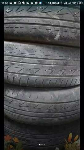 Ban luar bekas Innova 4 pcs Bridgestone R15 masih layak pakai