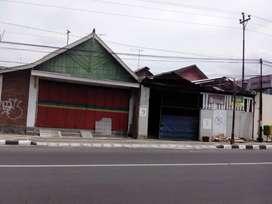 Rumah pinggir jalan raya Salatiga