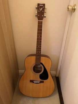Yamaha F310 Acoustic Guitar, 6 Strings