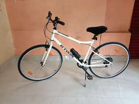BTWIN RIVERSIDE 100 HYBRID CYCLE,ONLY 7months use only.